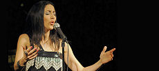 La chanteuse/compositrice canado-algérienne Lynda Thalie