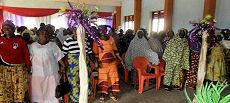 De nombreuses femmes veuves ont participé avec enthousiasme à la cérémonie.