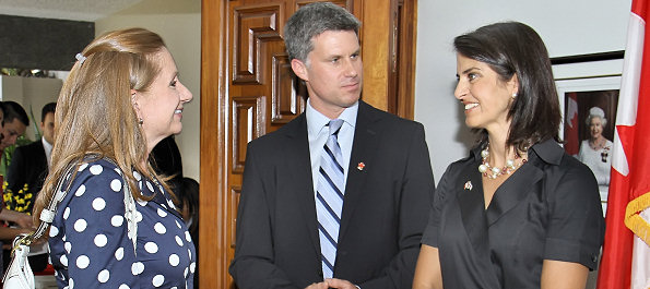 Ambassador McKay converses with the Costa Rican Trade Minister.