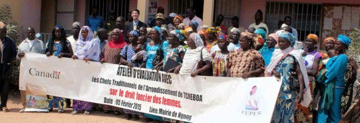 De nombreuses veuves ont participé avec enthousiasme à la cérémonie