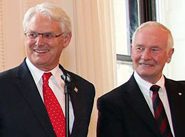 Gordon Campbell et le Gouverneur général du Canada David Johnston